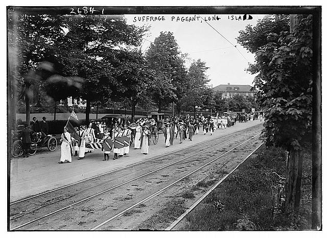 Suffrage pageant on Long Island. Photo: Library of Congress